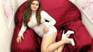 Show fierbinte la webcam GraceKittyX  – Fata pe Jasmin