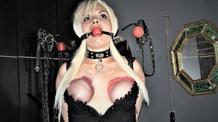 DarkDollX profilový obrázok – uniformy ženy na LiveJasmin