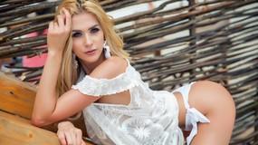 Show fierbinte la webcam AnneBelleRose  – Fata pe Jasmin