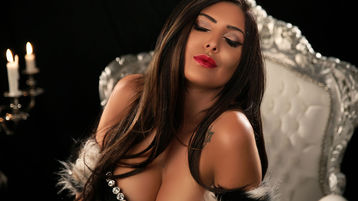 Show fierbinte la webcam MistressKendraX  – Fata pe Jasmin