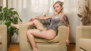Show fierbinte la webcam AlissBrite  – Fata pe Jasmin