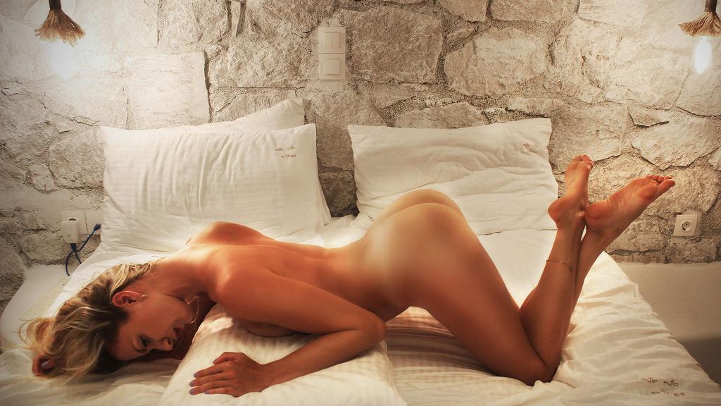 000NaughtyBlonde's hot webcam show – Girl on LiveJasmin
