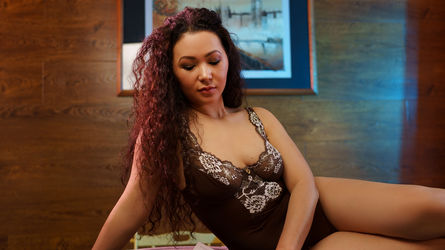 Tinia's profile picture – Mature Woman on LiveJasmin