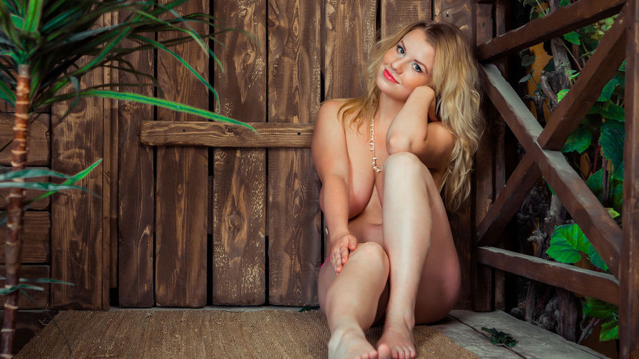 AdrianaReinomo:n profiilikuva – Nainen sivulla LiveJasmin