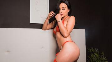 Show fierbinte la webcam SaraFalcon  – Fata pe Jasmin
