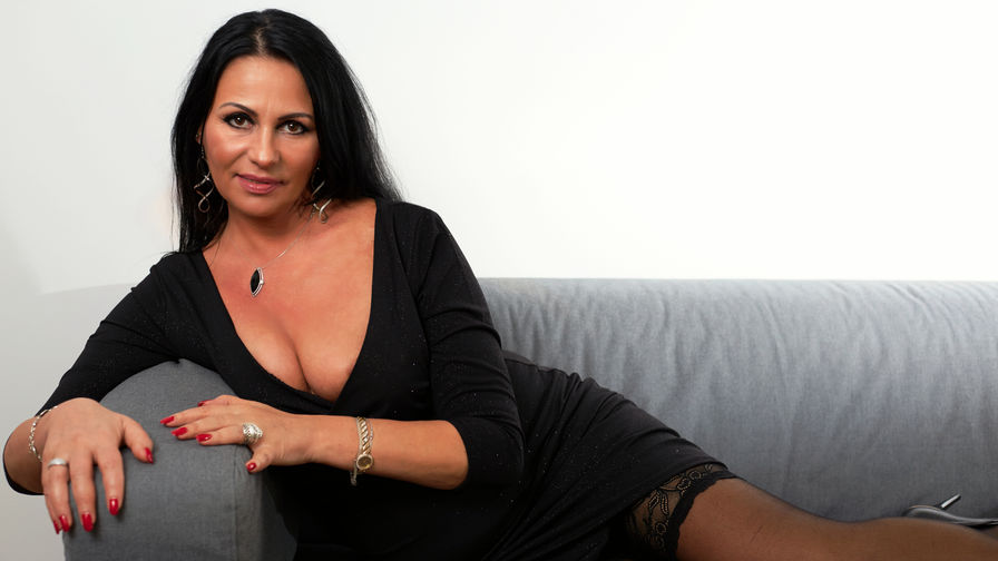 AgatheLive's profile picture – Mature Woman on LiveJasmin