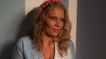 Show fierbinte la webcam BlondeAdelle  – Suflet pereche pe Jasmin