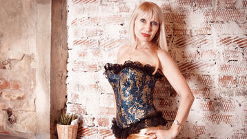 Show di sesso su webcam con AlisaDeluxe – Hot Flirt su Jasmin