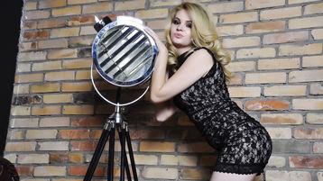 Show-ul fierbinte al lui ElizabethPrice – Fata pe Jasmin