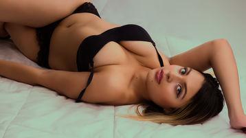 Show fierbinte la webcam LucyRoy  – Fata pe Jasmin